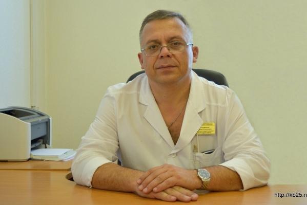 Согласно сайту Городской клинической больницы скорой помощи №25 Пономарев и сейчас занимает должность заместителя главврача
