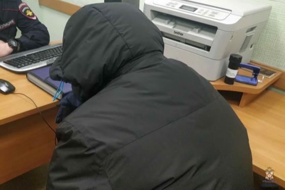 Безработный омич ворвался в банк с пистолетом и потребовал выдать ему 3 миллиона рублей