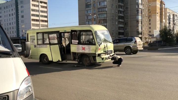 В столкновении маршрутки и грузовой «Газели» пострадали шестеро челябинцев