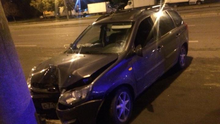 Пьяный водитель на Западном протаранил несколько машин и столб