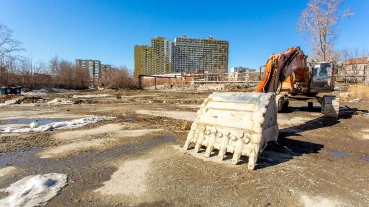 Владельцы складов потребовали запретить застройку территории бывшего завода на ЖБИ