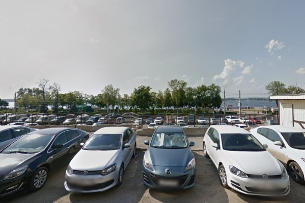 Дом хотят построить на месте парковки