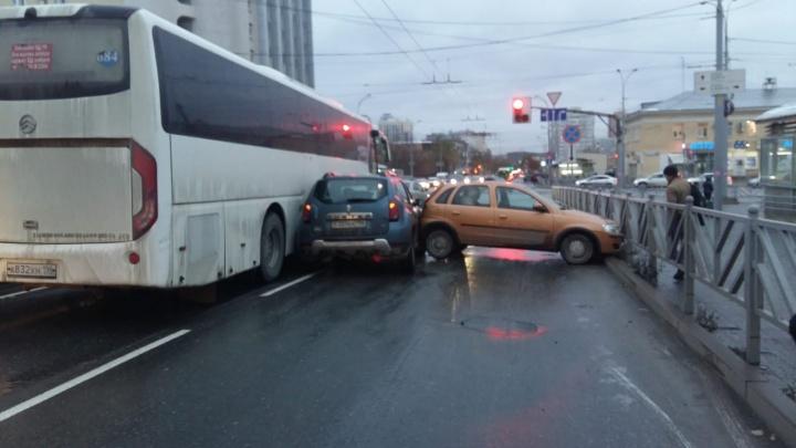Не последний день жестянщика: в Екатеринбурге потеплеет, пойдут дожди, а потом опять все замерзнет