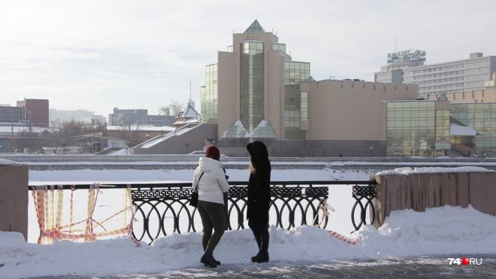 Ограждение моста в центре Челябинска, «отремонтированное» верёвками, не могут починить полгода