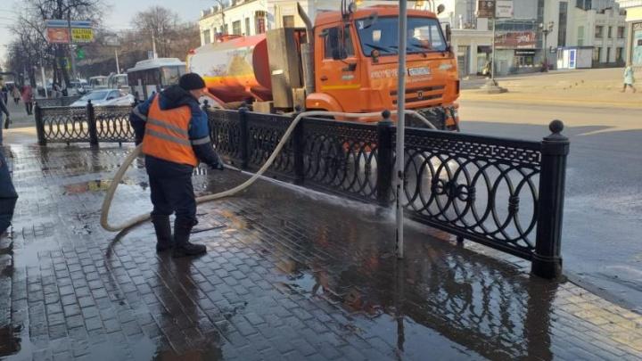 Видео недели: любуемся, как улица Ленина в Уфе принимает душ