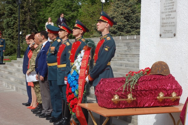 Морского пехотинца Рудакова похоронили с военными почестями