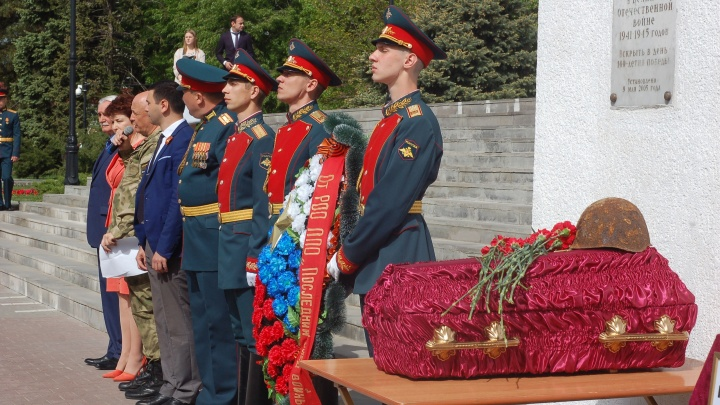 В Ростове похоронили бойца Миус-Фронта. Останки четыре года пролежали в гараже