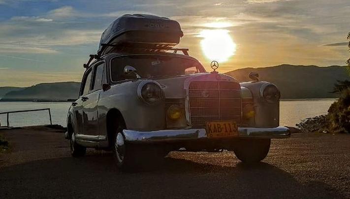 Путешественница-фотограф из Колумбии приехала в Новосибирск на раритетном «Мерседесе»