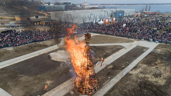 Гори, женщина! Волгоградцы сожглив центре города самую высокую Масленицу России