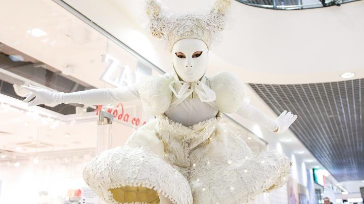 Мимы, ведьмы, акробаты: в Самаре пройдет зимний фестиваль уличного искусства «Пластилиновый дождь»