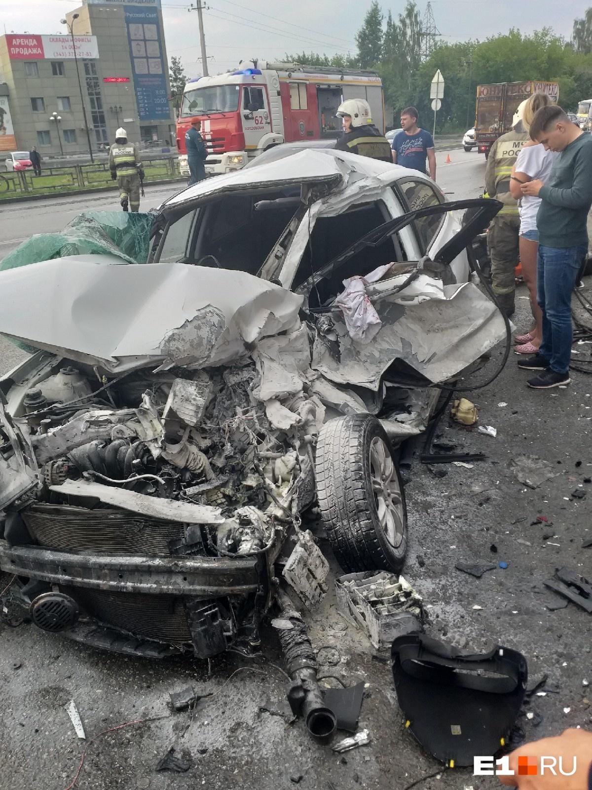 Потушили загоревшийся Hyundai проезжавшие мимо автомобилисты