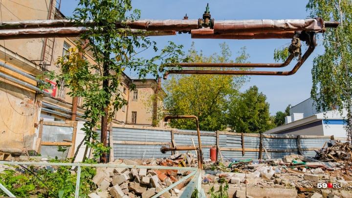 Отопительный сезон под угрозой срыва: в центре Перми жилой дом отрезали от сетей теплоснабжения