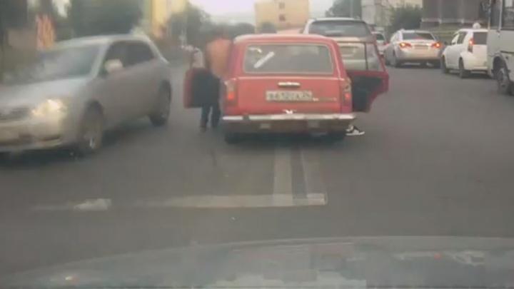 «Оштрафованы по видео»: ГИБДД нашла тормозивших ногами свое авто владельцев «двойки»