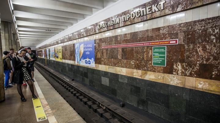 Поезд встал в тоннеле метро между станциями «Площадь Ленина» и «Красный проспект»