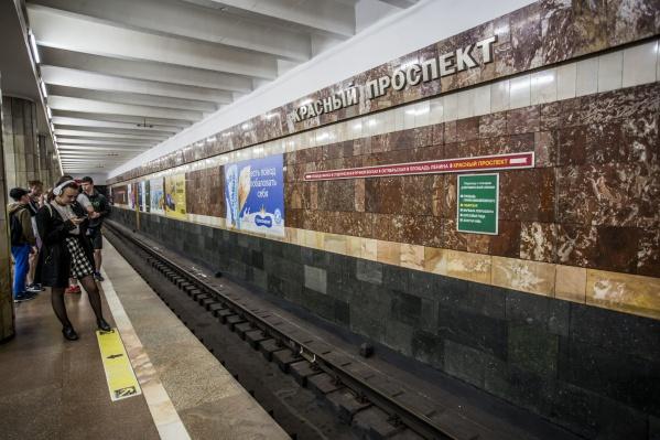 Пассажиры пожаловались на задержку поездов метро