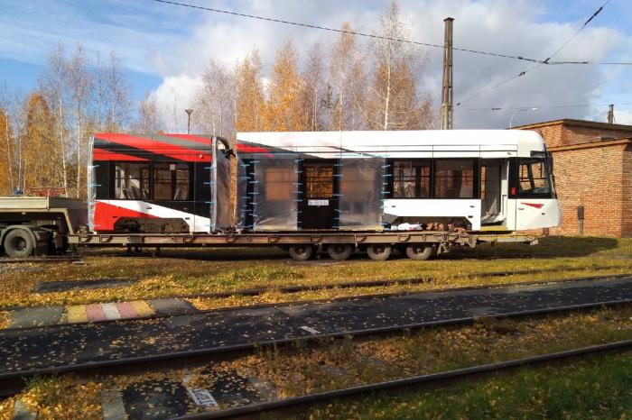 Секции трамвая доставили в Западное трамвайное депо