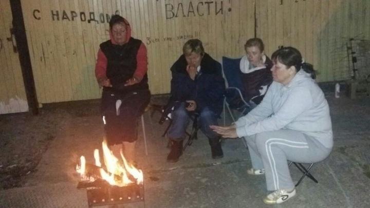 Пошли на рекорд: пайщики недостроя в Кольцово уже 8 дней сидят без еды и результата