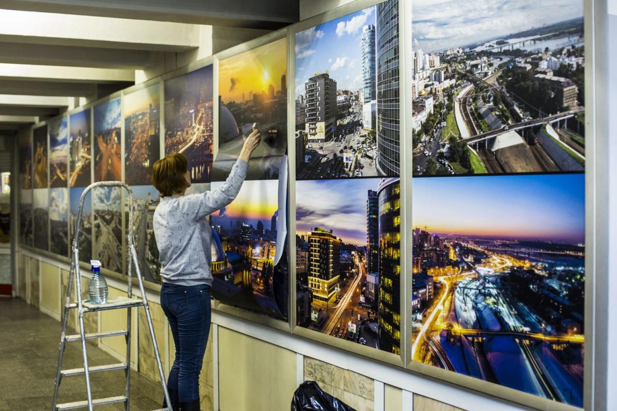 На выставке представлены фото с одного ракурса, сделанные в разное время года или суток