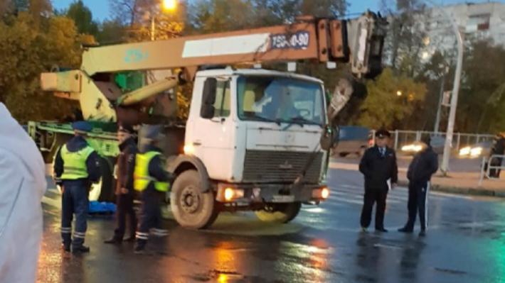 «Услышал удар»: в Челябинске задержали водителя автокрана, насмерть сбившего школьницу на переходе
