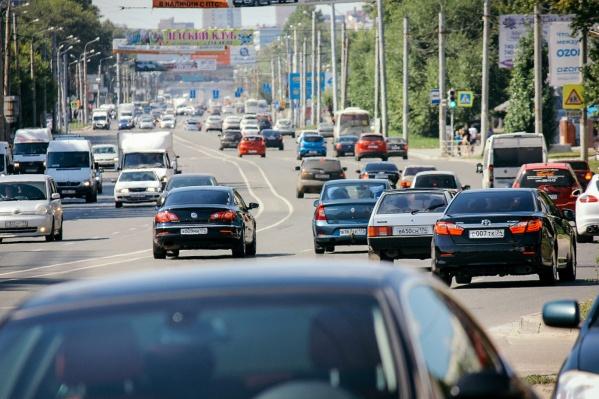 В Челябинской области уже действует льготная налоговая ставка на машины мощностью до 150 лошадиных сил для пенсионеров и многодетных семей