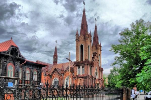 Чиновники отказали в передаче здания, аргументируя тем, что органный зал не является религиозным строением