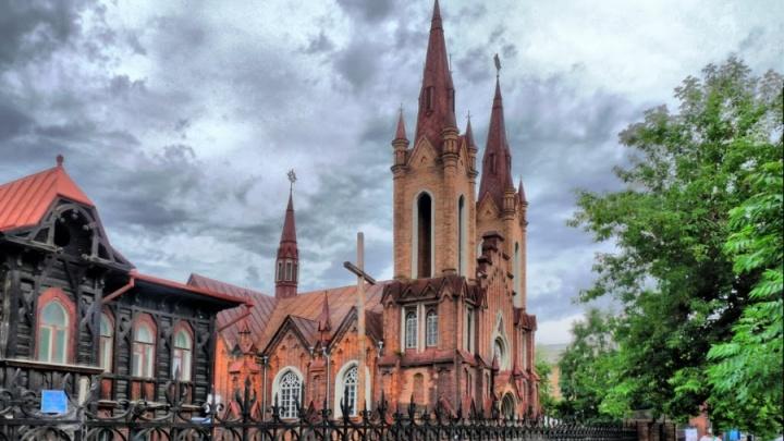 Католики решили бороться за органный зал с чиновниками в суде