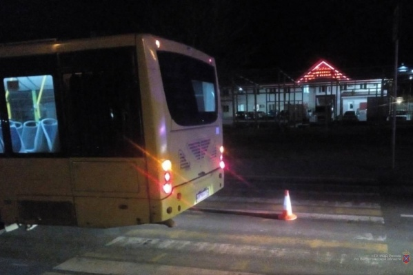 Еще одна встреча автобуса и пешехода сегодня ночью закончилась трагедией