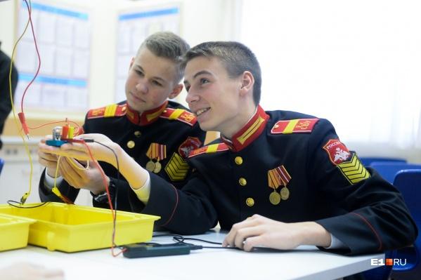 Суворовцы поступают в училище в 11 лет и проводят в нём 7 лет своей жизни