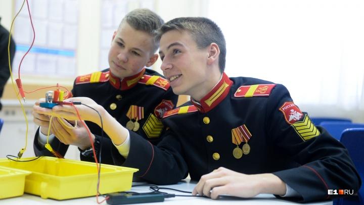 «Мы военные, они гражданские»: как живут мальчики-суворовцы с железной дисциплиной и без соцсетей