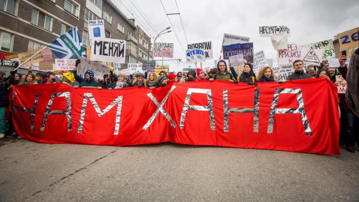 «Нам хана»: как в Первомай страна гуляла с дурацкими плакатами под прицелом полиции