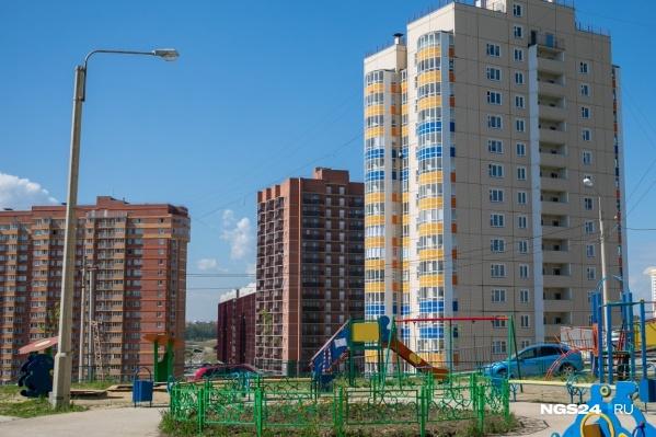 Жители микрорайона уже полтора года добиваются строительства школы и скверов