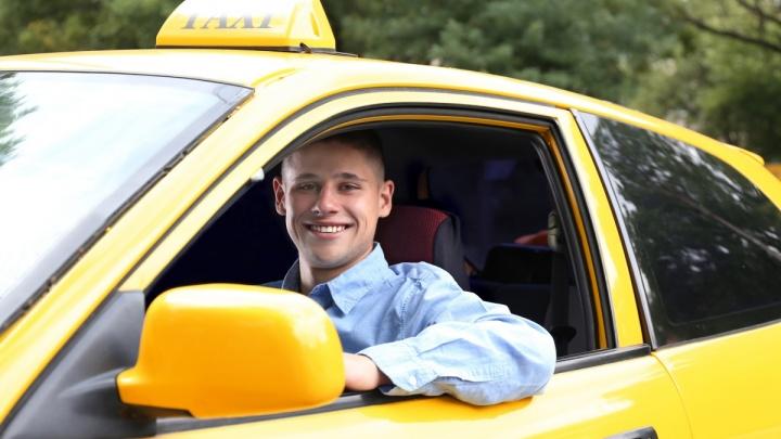 Водители не хотят зависеть от таксопарков: в Омской области увеличилось число самозанятых таксистов