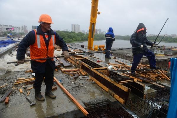 Первый этап реконструкции моста завершается