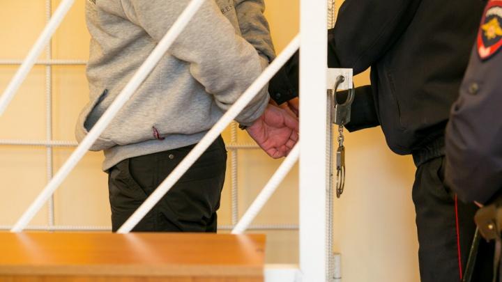Челябинский суд отправил в колонию мошенника, обворовавшего новосибирцев