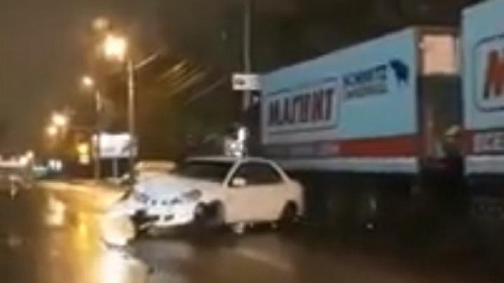 ДТП в Дзержинском районе Волгограда: иномарку развернуло на 180 градусов