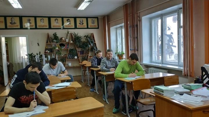 «Идут даже в 50»: в Красноярске подсчитали средний возраст ученика вечерней школы