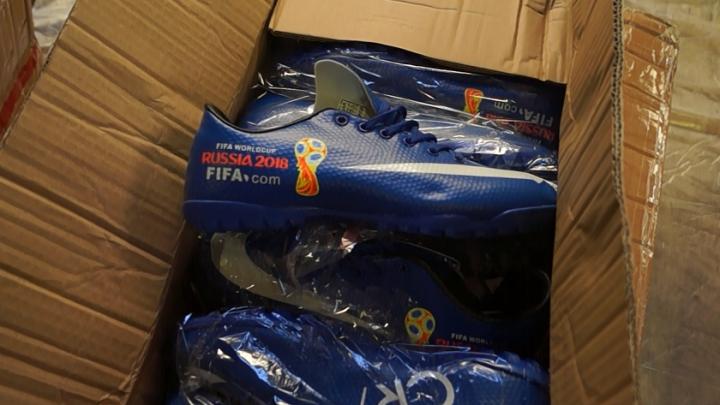 Чучело крокодила, кеды с логотипом FIFA, наркотики под видом фасоли: что тюменцы везут через таможню