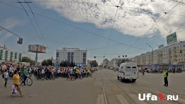 Велопробег на ходу остановит: глава Башкирии тормознул колонну ради скорой