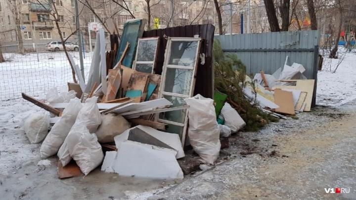 «Не хотим жить в помойке»: в Волгограде не хватает почти 10 тысяч контейнеров