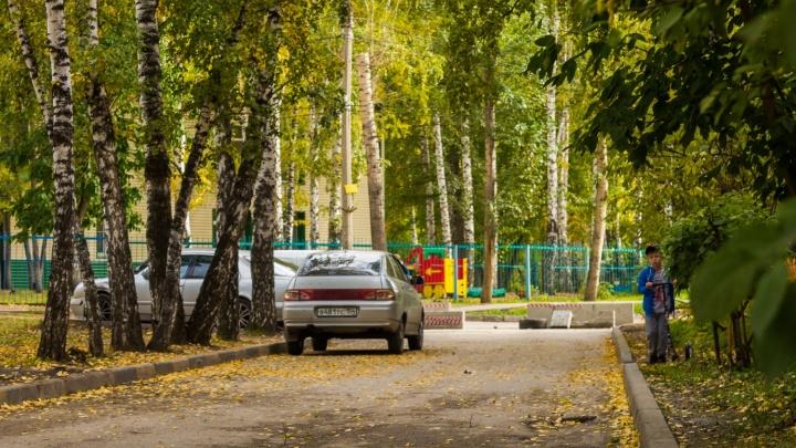 МЧС потребовало убрать бетонные блоки на Донского, из-за которых соседи резали друг другу шины