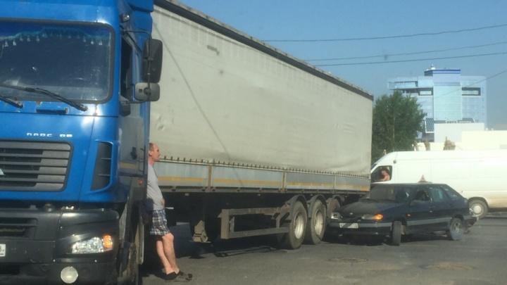 Авария с участием учебной машины стала причиной утренних пробок в Уфе