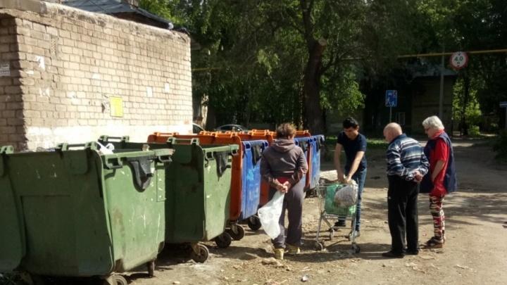 «Пожилые дерутся за еду»: в Самаре продавцы выбрасывали хлеб на помойку