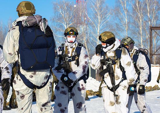 Спецназ под Новосибирском десантировался в тыл условного противника