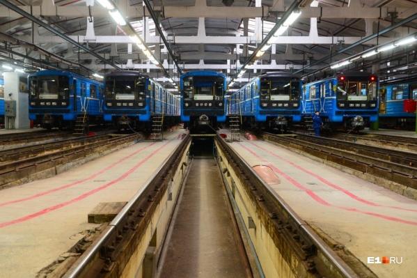 Поезда метрополитена в депо «Калиновское»