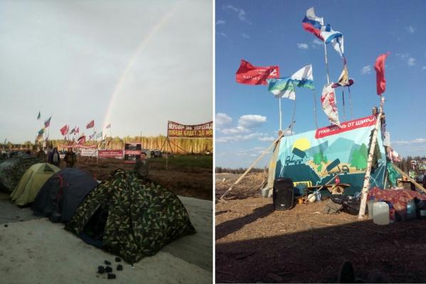 Палаточный лагерь насчитывает от 100 до 200 палаток в разное время