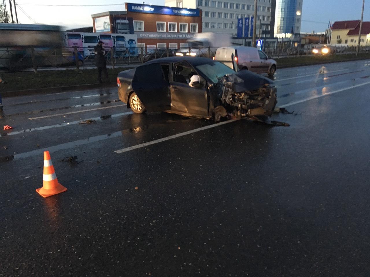 В результате столкновения водитель Volkswagen погиб на месте до прибытия скорой помощи