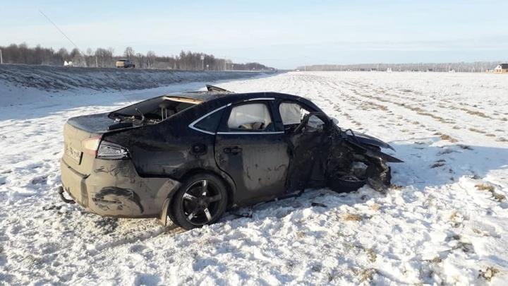 В Башкирии на трассе столкнулись Ford Mondeo и Focus: один человек погиб, пять в больнице