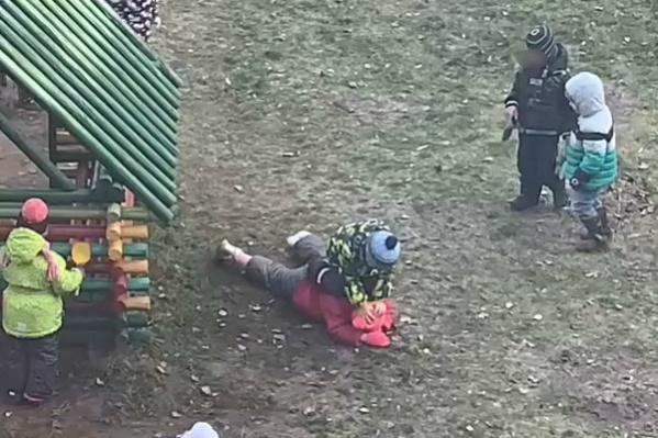 Дети по очереди били девочку, бегали по ней и тыкали лицом в землю