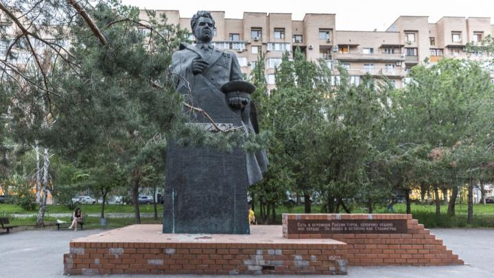 Внучки маршала Василия Чуйкова отчитали волгоградцев за ужасное состояние памятника деду
