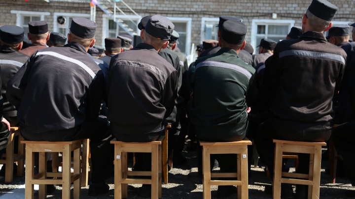 «Это случайность»: в Башкирии в колонии начальник караула чуть не застрелил своего коллегу